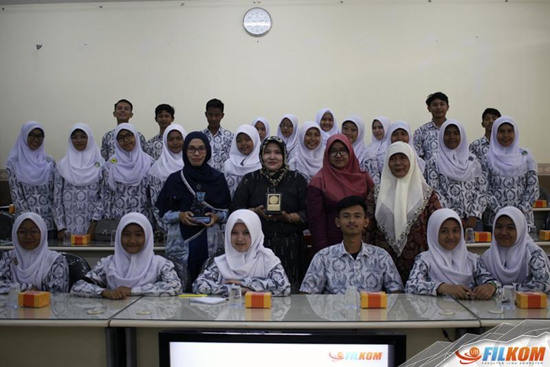 01_Kunjungan_SMAN_4_Padang