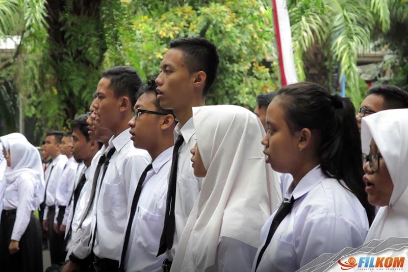 02_Maba_FILKOM_2017_saat_menyanyikan_lagu_Indonesia_Raya